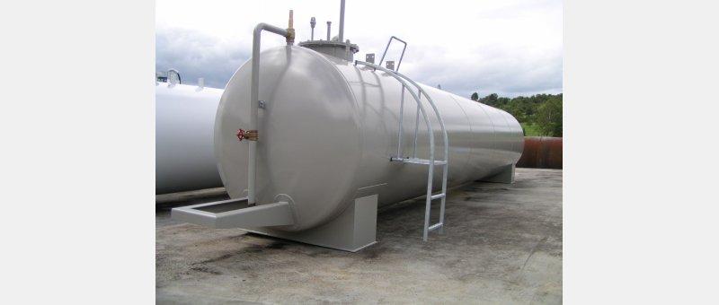 Neue Stahltanks